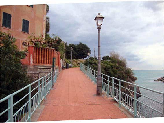 Nervi (Genova): gita lungo la scogliera