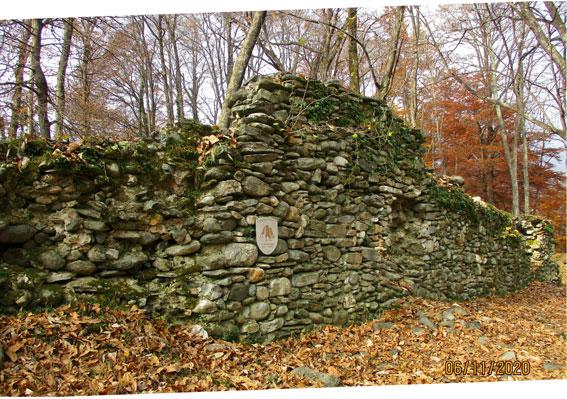 I resti del vecchio castelle di Medeglia